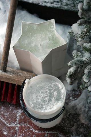 Making-ice-lantern-6