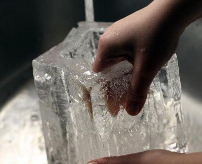 Making-ice-lantern-4