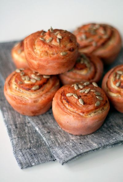 Red-goatcheese-rolls-web