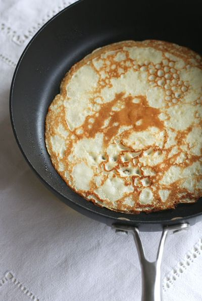 Crepes-on-pan-web